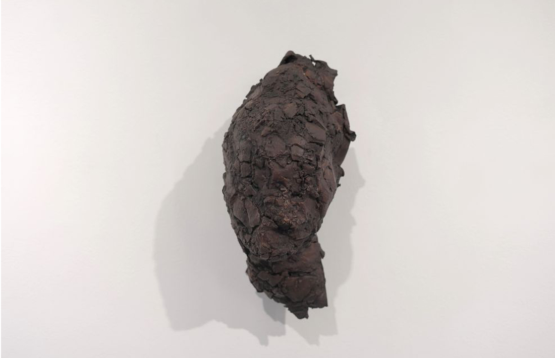 Agmenta, 1985, painted ceramic, plaster, copper tube, 28x14x17.5cm
